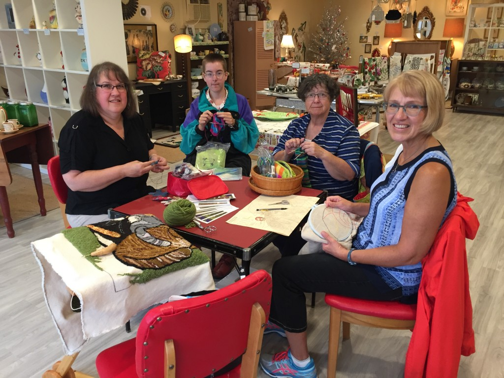 Tammy, a young knitter, Céleste and Rachael on August 19th.