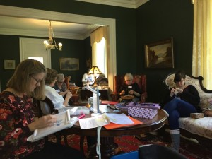 2018 Retreat attendees busy at their fibre projects.